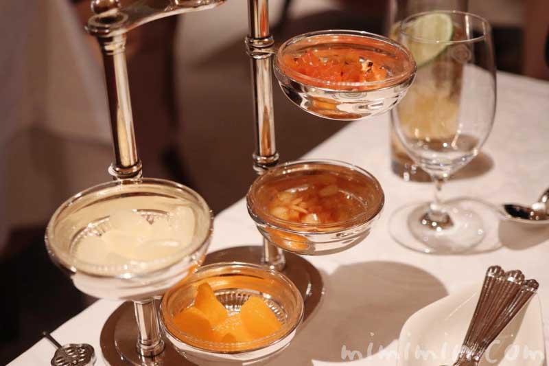 ハヤシライスの付け合せ|資生堂パーラー 銀座本店のディナーの画像