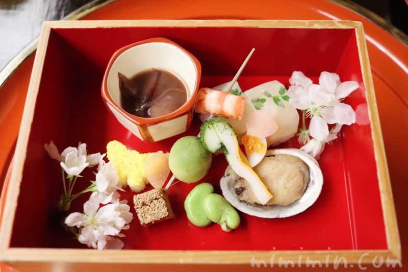 八寸 4月|赤坂 菊乃井のディナー|懐石料理の写真