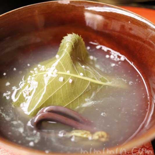 桜蒸し(甘鯛 道明寺 筍 わらび 銀餡 露生姜の画像