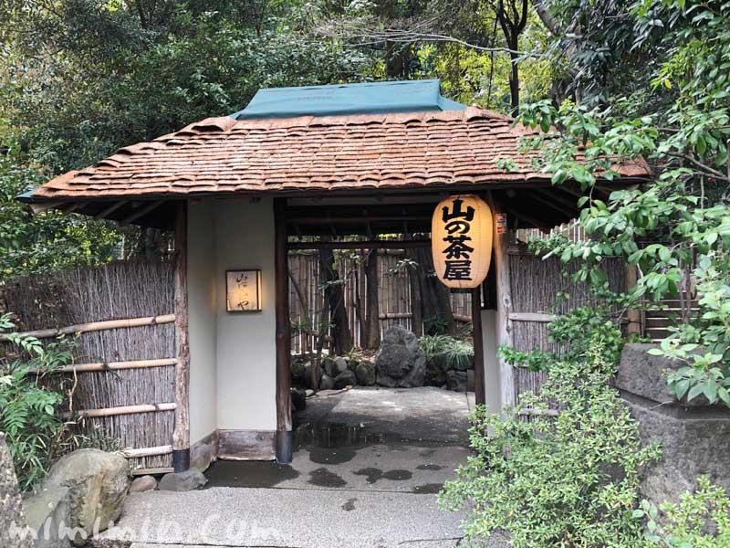 山の茶屋の入り口の門|赤坂の鰻会席の画像
