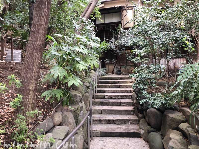 山の茶屋の入口の階段|赤坂の鰻会席の画像