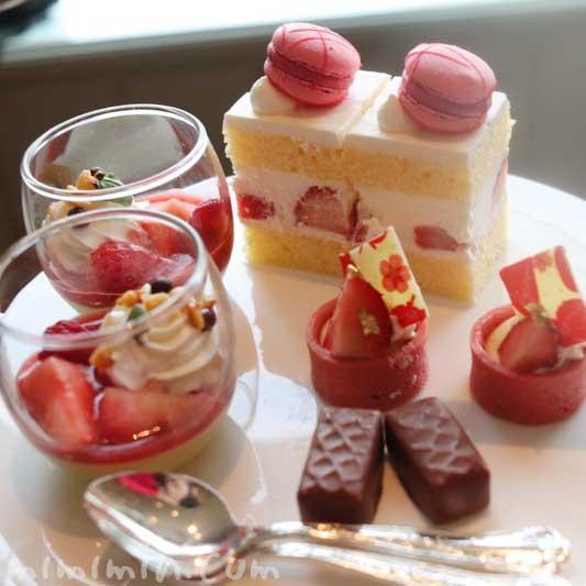 デザート|帝国ホテル東京のストロベリーアフタヌーンティーの写真