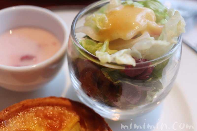 グリーンサラダ|帝国ホテル東京のストロベリーアフタヌーンティーの写真