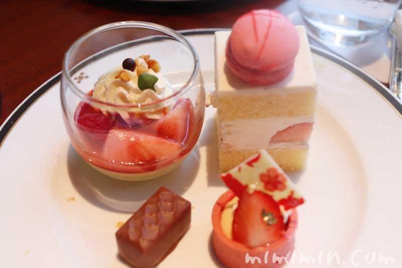 デザート・スイーツ|帝国ホテル東京のストロベリーアフタヌーンティーの写真