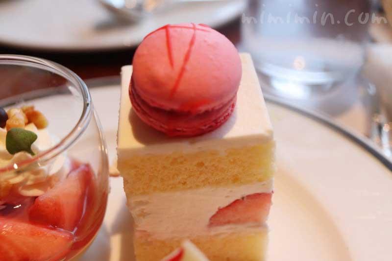 フランボワーズマカロン 苺のショートケーキの写真