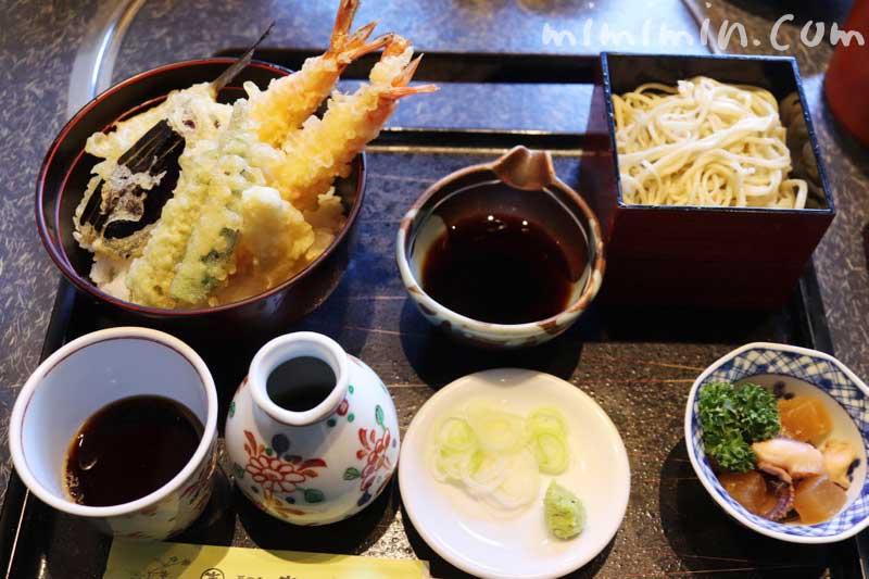天丼+せいろ蕎麦|蕎麦処 吉田家 港北インターチェンジ店のランチの写真