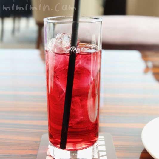 クランベリージュース|コンラッド東京の「いちご&桜バニティピンク・アフタヌーンティー」の画像