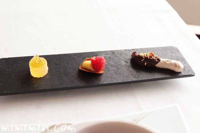 小菓子|クーカーニョのランチ | セルリアンタワー東急ホテルのフレンチの写真