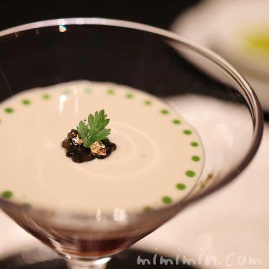 生雲丹 甲殻類のジュレになめらかなフヌイユのクレーム|ラ ターブル ドゥ ジョエル・ロブションの前菜(乾杯シャンパン&フリーフロー)の画像