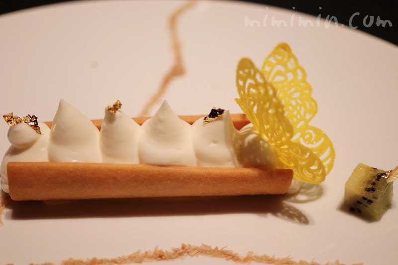 エキゾチックフルーツと軽やかなフロマージュブランのムース 南国の香りに誘われて|ラ ターブル ドゥ ジョエル・ロブションの写真