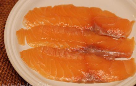 魚庵のサーモンの燻製の写真