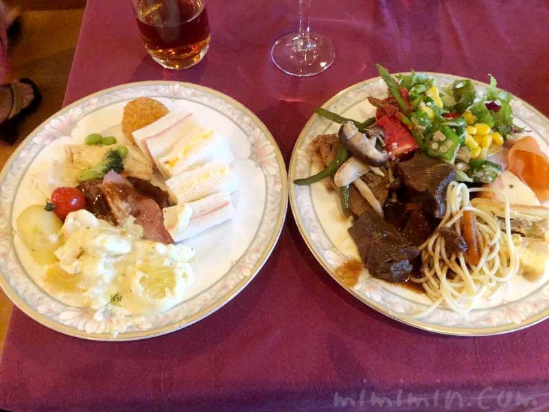 マリーンルージュの花火クルーズのビュッフェのお料理の画像