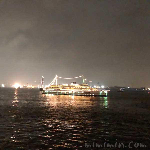 マリーンルージュ横浜花火クルーズの横浜スパークリングトワイライトの写真