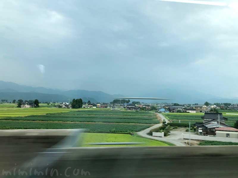 北陸新幹線の車窓の風景の画像
