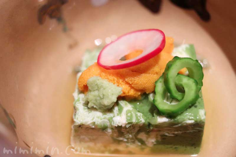 先付け 抹茶湯葉二重寄せ 生雲丹 蓴菜 山葵 旨出汁 られし 日本料理 舞の写真