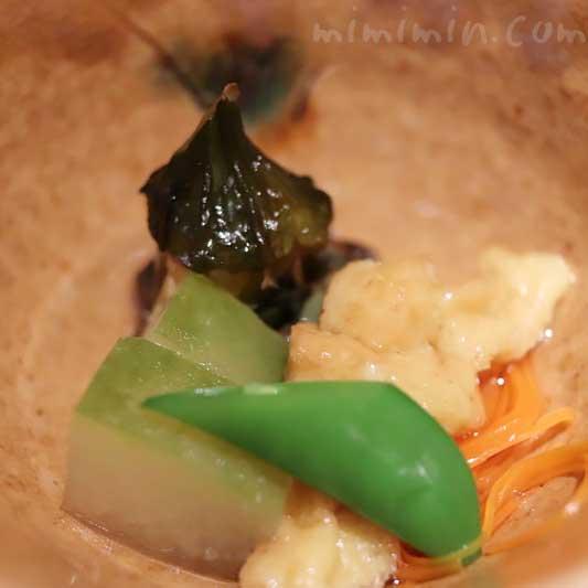 冬瓜スープ煮 茶筅なす 人参沢煮 粟麩 青味野菜 日本料理 舞・凛懐石の写真