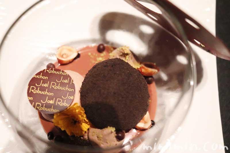ショコラ センセーション なめらかなグアナジャのクリームと練乳のグラス|ラ ターブル ドゥ ジョエル・ロブション(恵比寿)のディナーの写真