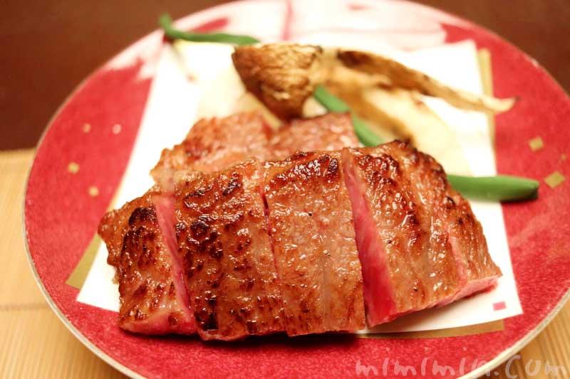 主皿 松茸添え 飛騨牛のサーロインステーキ|赤坂松葉屋の個室でランチ 赤坂会席の写真