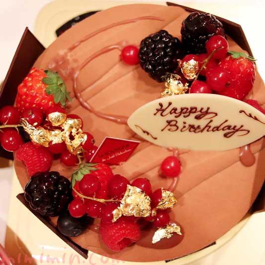 ロブション「フルール ド オランジュ」アニバーサリーケーキの写真