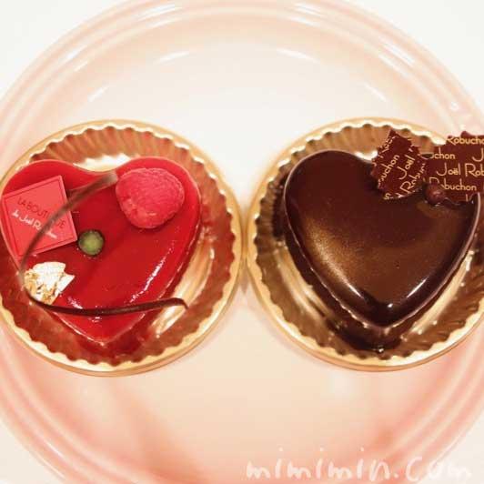 ジョエルロブションのクリスマス ショートケーキ「ショコラバニーユ」と「ルージュ」の写真