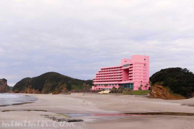 ピンク色の種子島いわさきホテルの画像