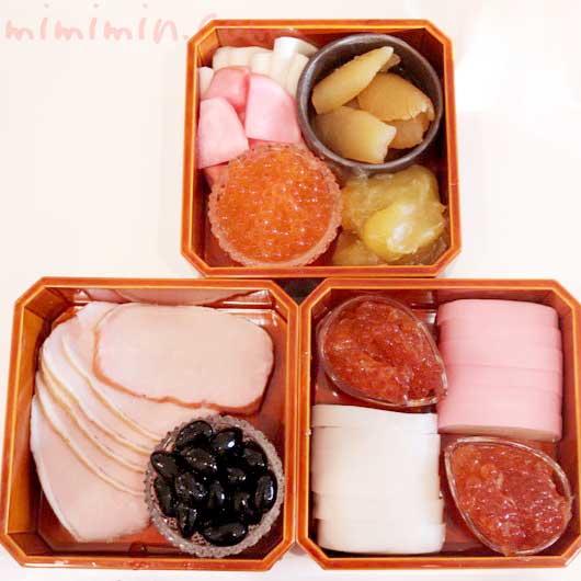 1人用のおせちの重箱 飛騨春慶塗の隅切三段小重の写真