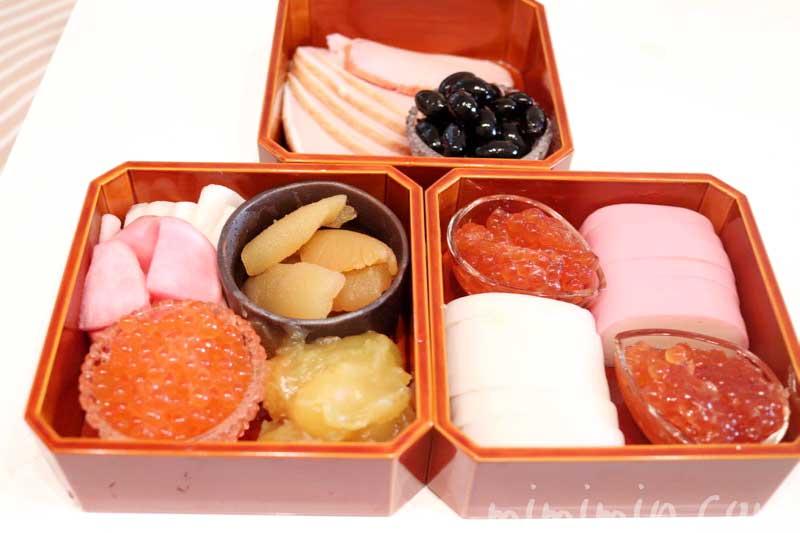 おせち料理 飛騨春慶塗の隅切三段小重(4.5寸重)の画像