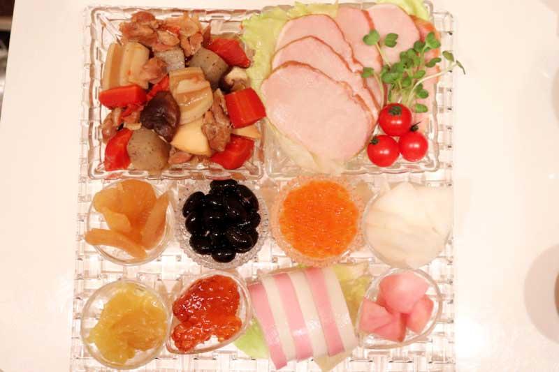 ナハトマンのお皿に盛り付けたおせち料理の画像