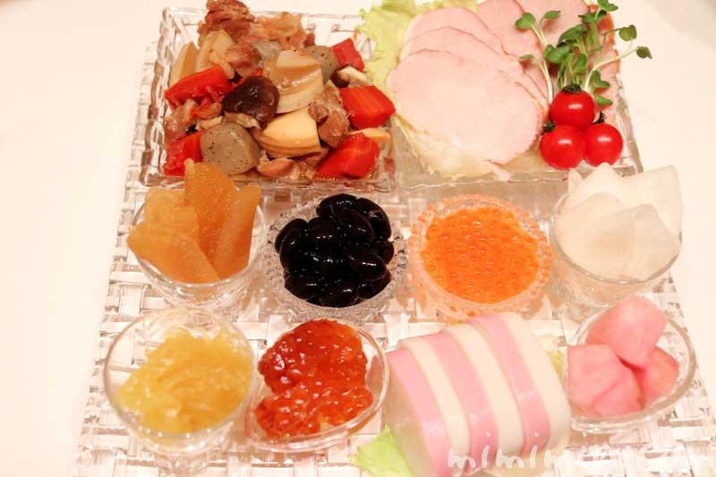 ナハトマンのお皿に盛り付けたおせちの画像