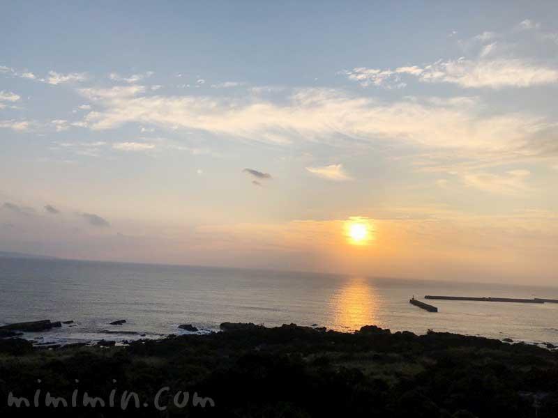 屋久島の海の朝日の写真