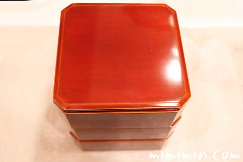 飛騨春慶塗の隅切三段小重(4.5寸重)1人用のおせち料理の重箱の画像