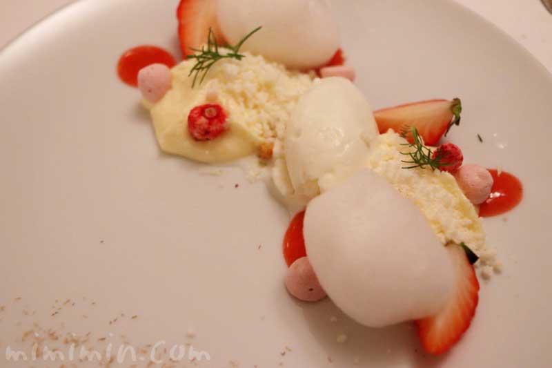 苺 カモミール モッツアレッラ|リストランテセンソ(イタリアン・白金台)の写真