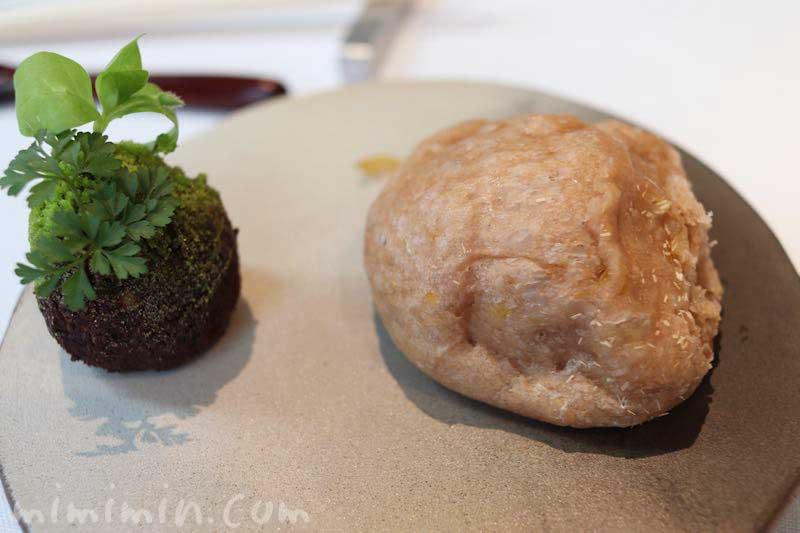 森のパン・苔|NARISAWA(ナリサワ)のランチの写真