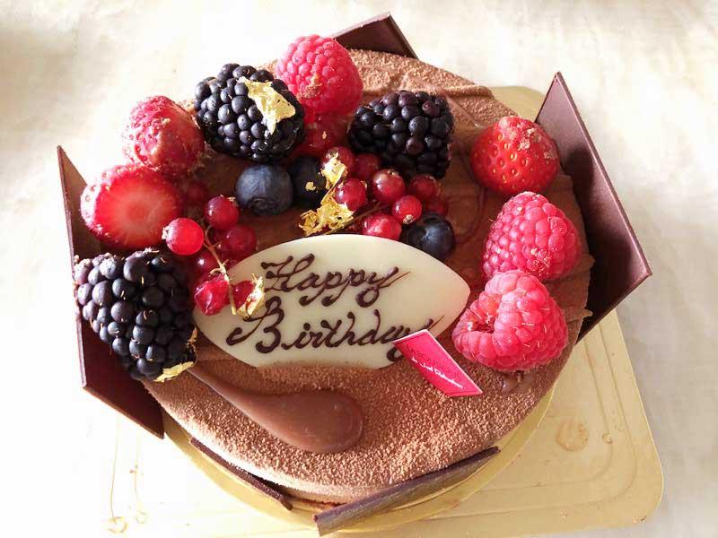 ロブションのアニバーサリーケーキ「フルール ド オランジュ」の写真
