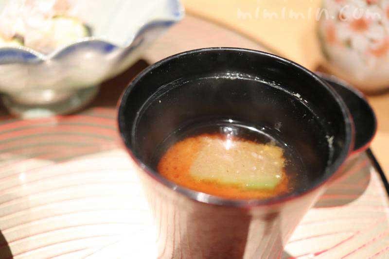 六本木 kappou ukai (カッポウ ウカイ)のランチの味噌汁の画像