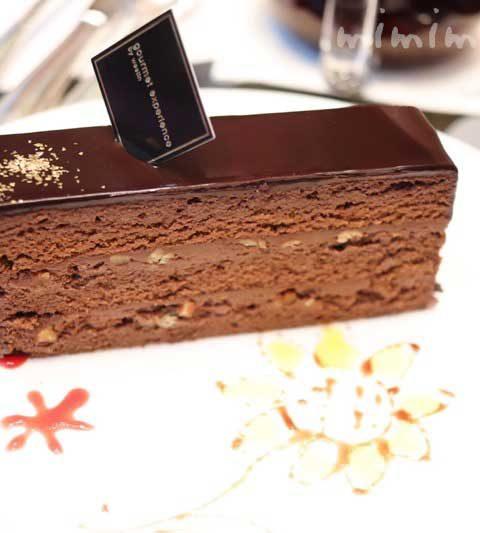 ウェスティンホテル東京 ロビーラウンジ「ザ・ラウンジ」ケーキセットのチョコケーキ