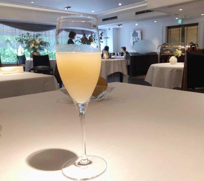 洋梨とシャンパンのカクテル|レストランひらまつ(広尾)のランチの画像