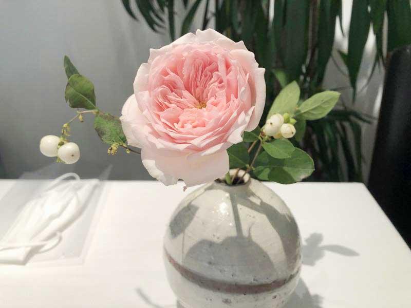 バラの花|レストランひらまつ(広尾)のランチの画像