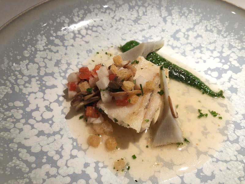 魚料理|レストランひらまつ(広尾)のランチの写真