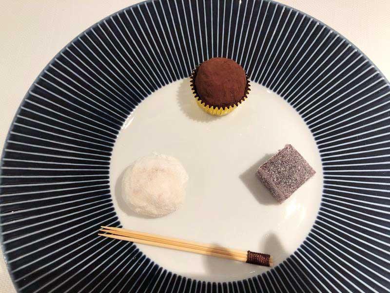小菓子|レストランひらまつ(広尾)のランチの写真