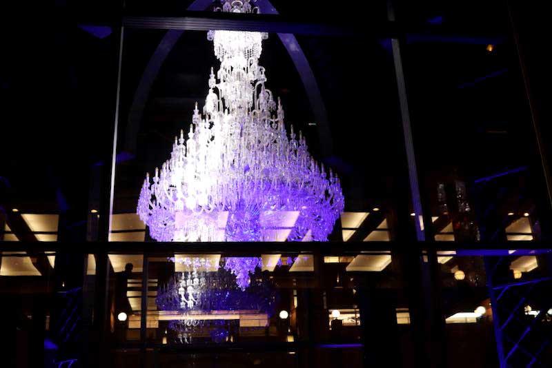恵比寿ガーデンプレイスのバカラのシャンデリアのライトアップ2020年の写真