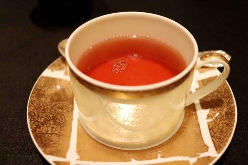 紅茶|ガストロミー ジョエル・ロブションのデグスタシオンコースの画像