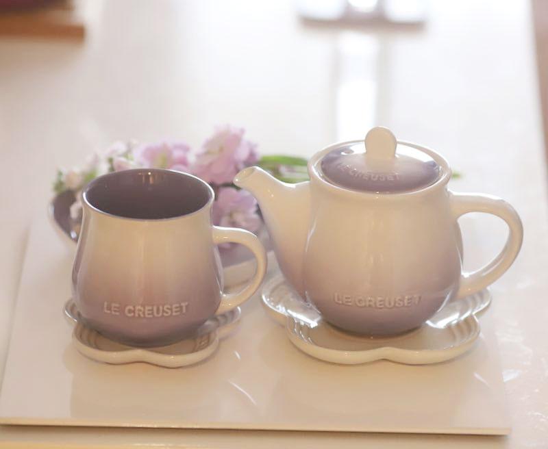 ルクルーゼのフローラティー マグカップとティーポットの写真
