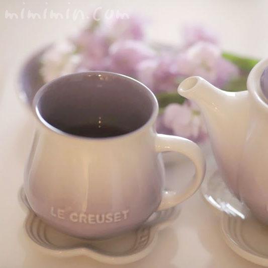 ルクルーゼのパウダーパープルのフローラ マグカップの写真